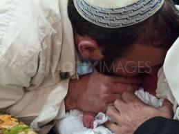 Noticias Criminología. Niñomuere de herpes, alchupar su pene un rabino. Marisol Collazos Soto