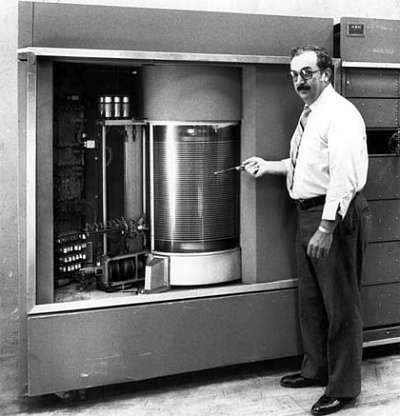 Actualidad Informática. Primer disco duro IBM, 5 megas, año 1956. Rafael Barzanallana