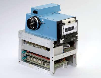 Actualidad Informática. Primera cámara digital portatil. Rafael Barzanallana