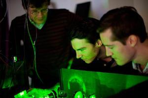 Actualidad Informática. Computación cuántica sin requerir enfriamiento. Rafael Barzanallana