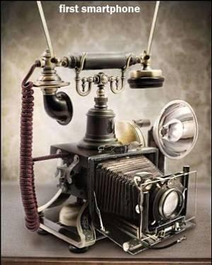 Actualidad Informática. Humor: foto del primer smartphone. Rafael Barzanallana. UMU