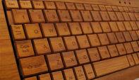 Actualidad Informática. Teclado madera. Rafael Barzanallana