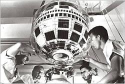 Actualidad Informática. Telstar 1, el primer satélite artificial de comunicaciones. Rafael Barzanallana. UMU