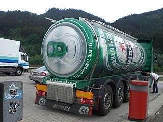 Toca Comer. Camión tanque que simula lata de cerveza Heineken. Marisol Collazos Soto